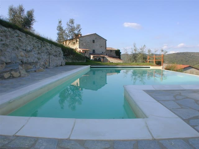 Restored apartment in historic property with pool - Radda in Chianti - Appartement
