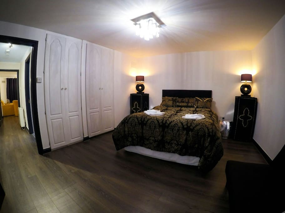 King size Main bedroom