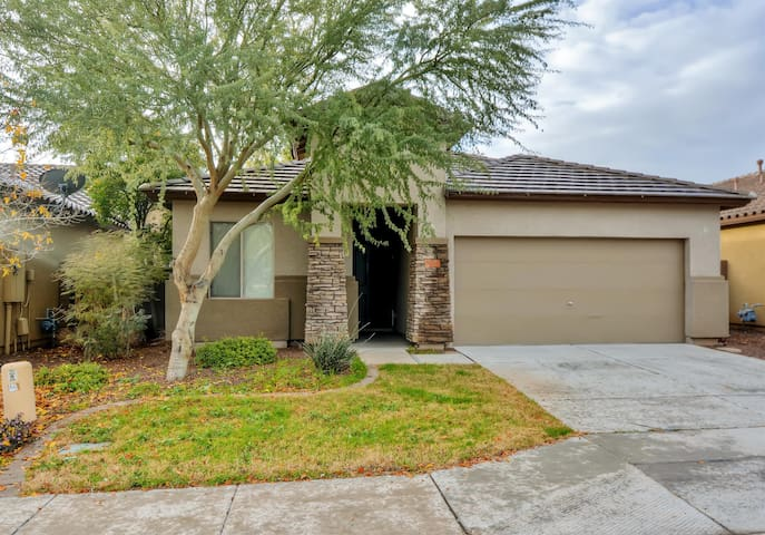 Quiet 4BR Surprise House w/Private Patio