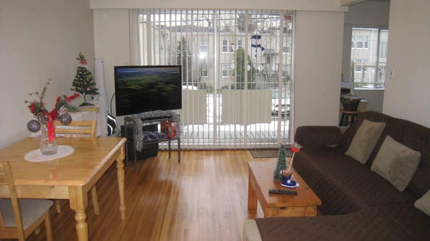 Short-term sublet of furnished one-bedroom unit
