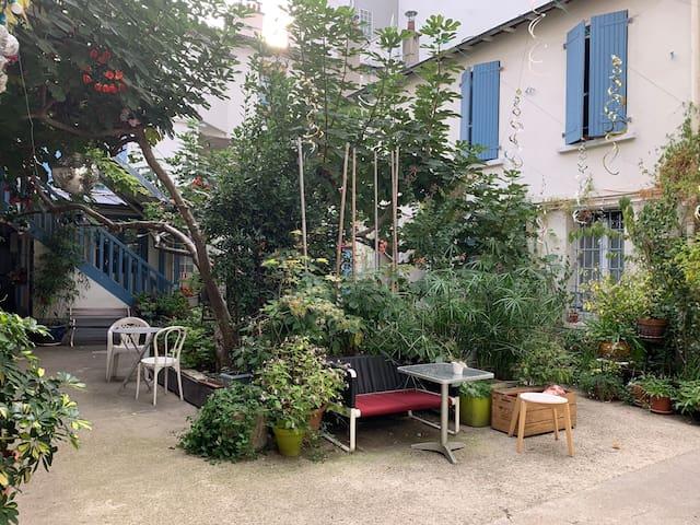Studio parisien atypique