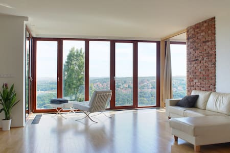 Spacious,Amazing View, Babyfriendly - Praha - Huoneisto