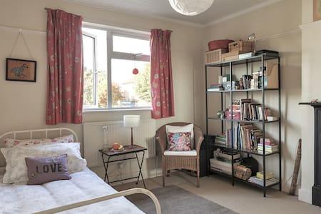Great Sunny Room nr Notting Hill