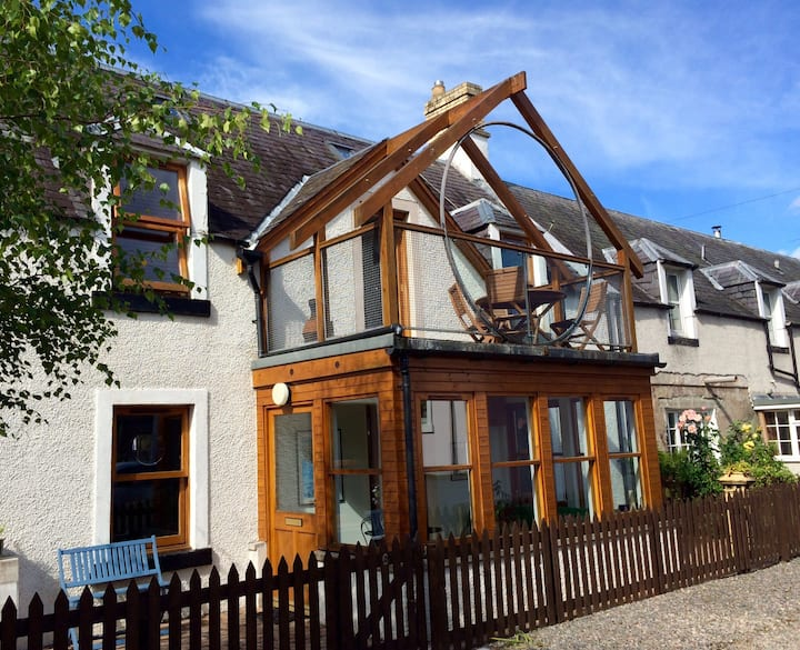 Quiet, spacious city cottage close to River Ness