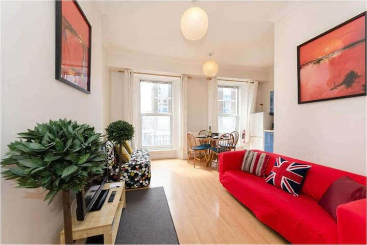 HYDE PARK Amazing 1 Bed FREE WI-FI!