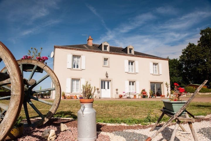 Beautiful 5 bedroom manor house - Faye-l'Abbesse - House