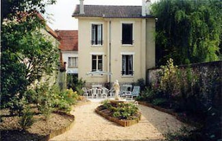 Near DisneyLand Paris, a delightful family home - Crécy-la-Chapelle - Dům