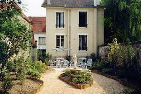 Near DisneyLand Paris, a delightful family home - Crécy-la-Chapelle - Haus