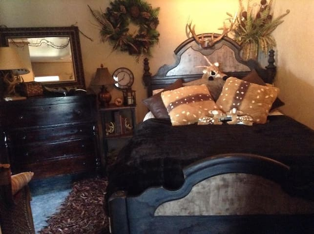 Whitetail Hollow Lodge~B&B~Suites - Mansfield
