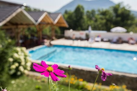 Mountain view apartment, Hotel Tihiat Kat - Apriltsi - Bed & Breakfast