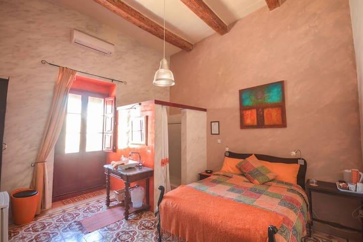 Orange tree room ensuite - Qala - ที่พักพร้อมอาหารเช้า