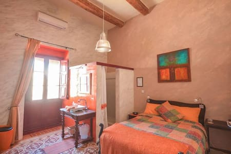 Orange tree room ensuite - Qala