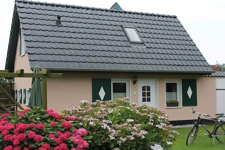 """Das Ferienhaus """"Regina"""" auf Rügen - Putbus"""