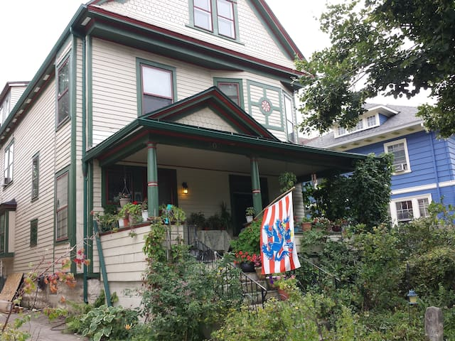 The Heart of the Elmwood Village - Buffalo - Bed & Breakfast