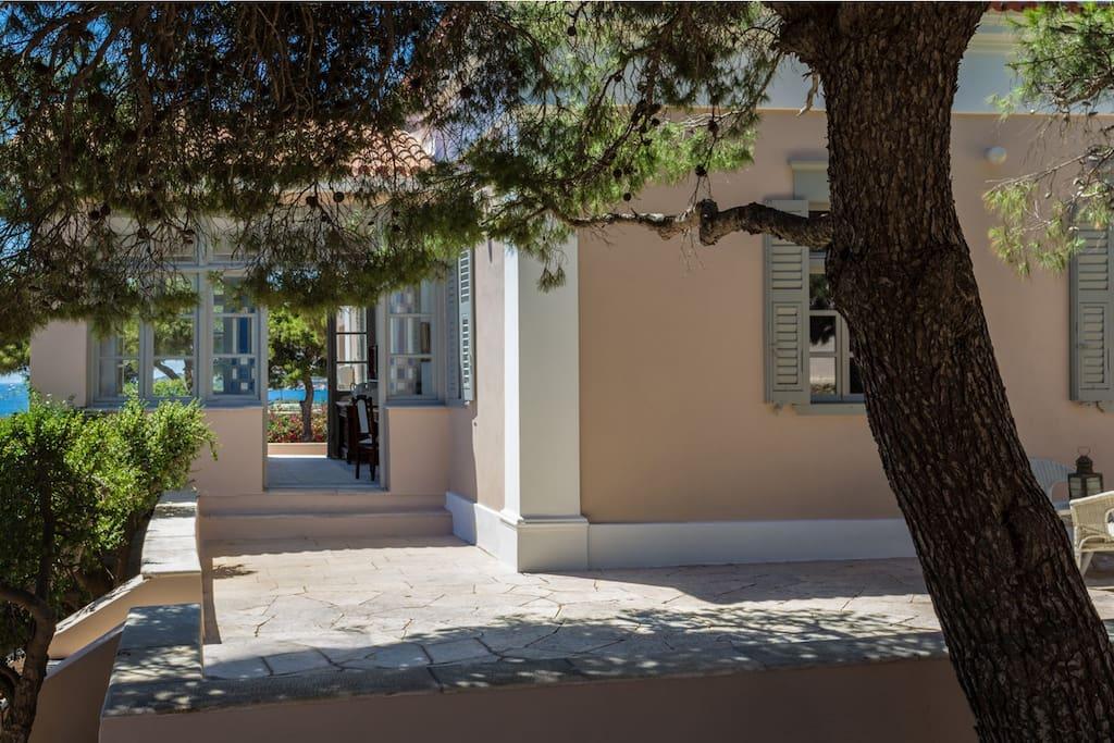 Della Gracia Mansion