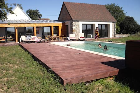 Large villa with pool 1 hour Paris - Les Essarts-le-Vicomte - วิลล่า