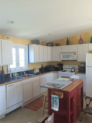 Serenity by the Sea-charming 2BR - Westerly - Apartmen