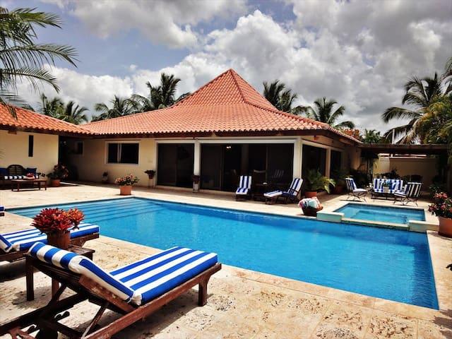 Lovely 5 Bedroom Golf Villa - La Romana - Maison