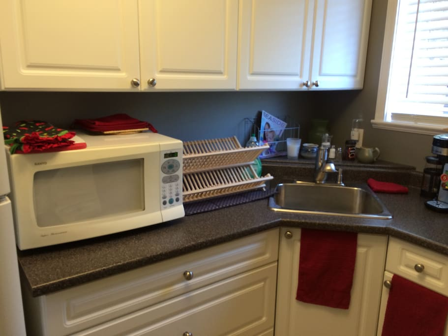 Kitchen with microwave and coffee machine