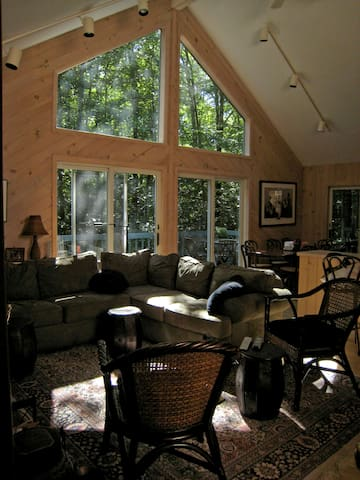 Berkshire Spacious Wooded Home. - Becket - Huis
