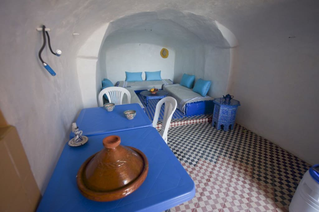 Grotte salon cuisine avec 3 couchages