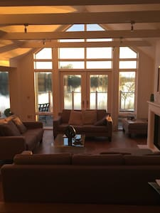 Lakefront house, lots of activities - South Cerney - House