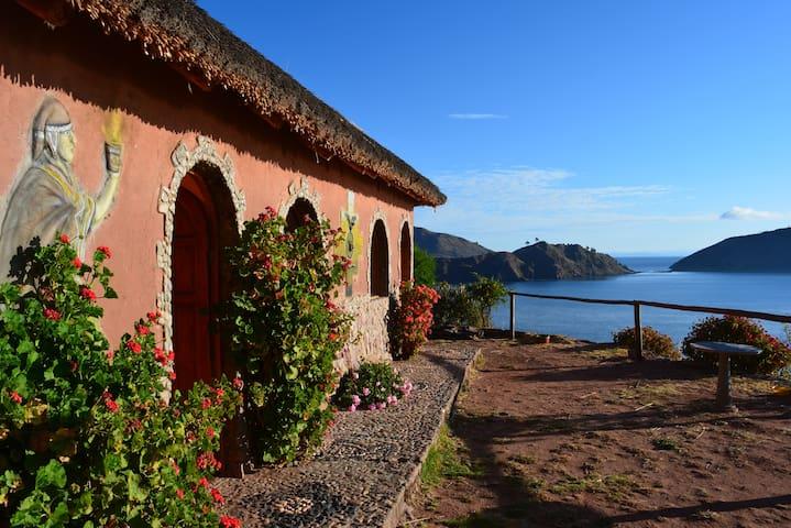Familia Quechua & Vista al Lago
