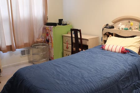 Small bedroom on a quiet street - South Plainfield - บ้าน