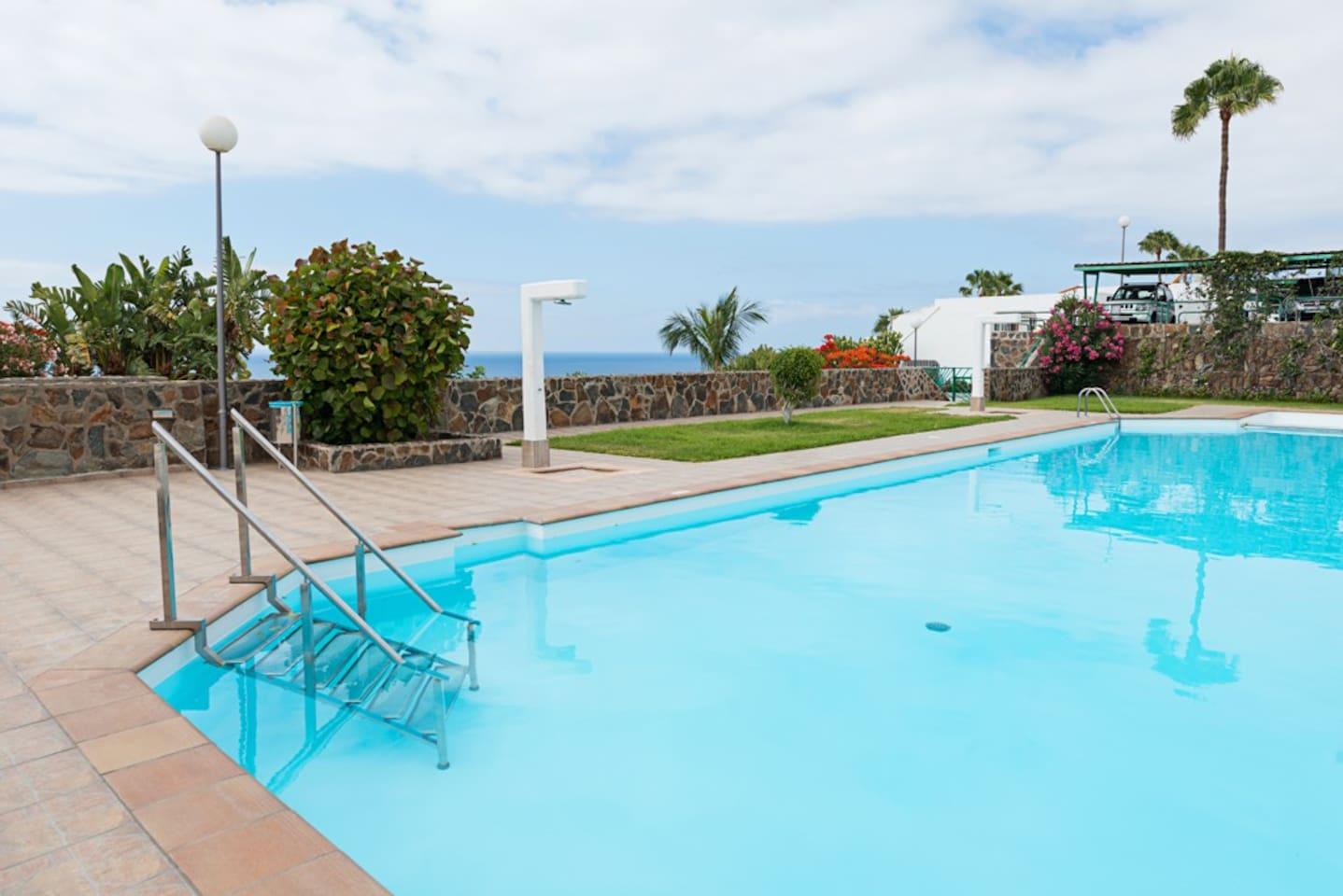 Community pool almost private with amazing views // Piscina comunitaria muy privada