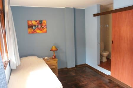 Spacious single room with pr shower - La Perla