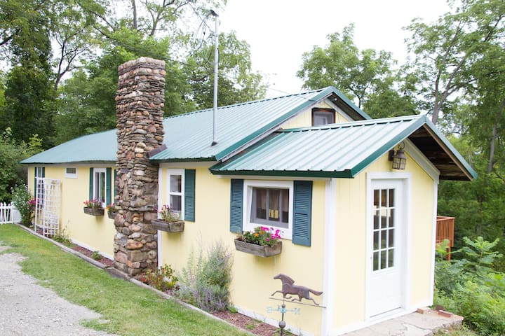 A Historic cottage in gorgeous Glenora.
