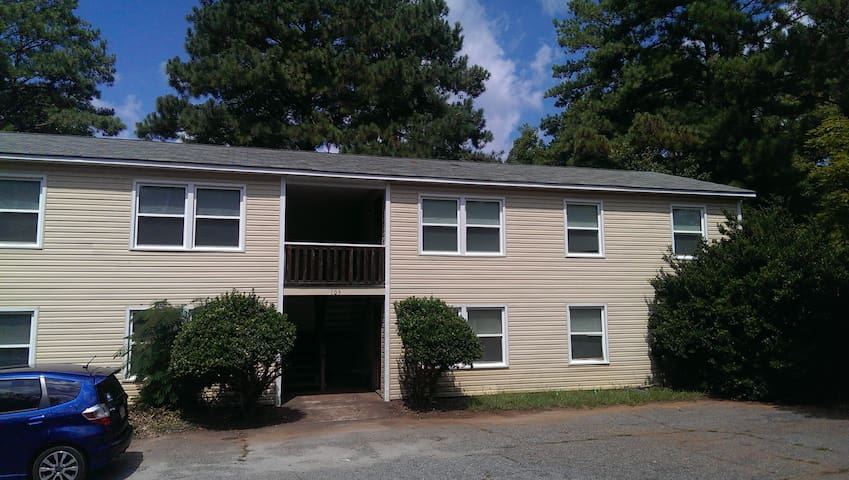 Full 2BD/1BA Apartment near UGA! - Athens - Apartment