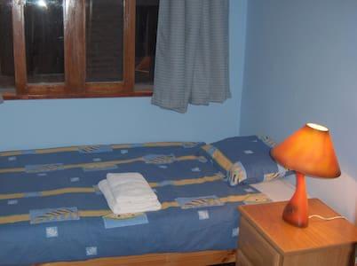Single room with share bathroom - La Perla