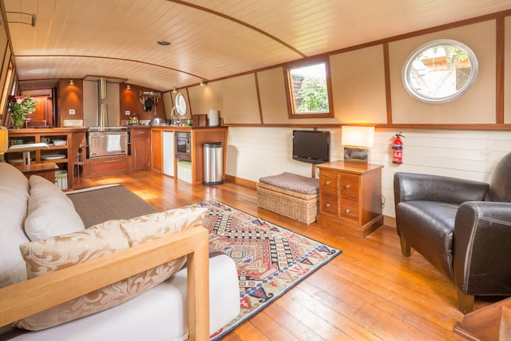Boutique houseboat with secluded,  garden mooring. - Cambridge - Boat