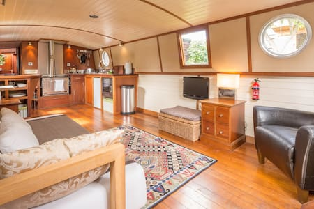 Boutique houseboat with secluded,  garden mooring.