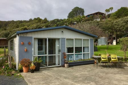 Cape Brett Backpackers – Sleep-out (shared/ dorm)
