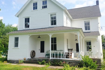 Picturesque Farm House on 43 Acres - Callicoon