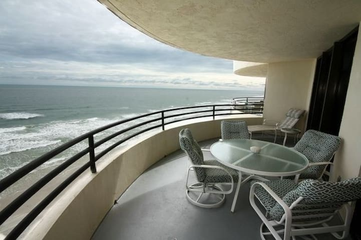 Beach Front Condo  Sand Dollar - Daytona Beach - Selveierleilighet