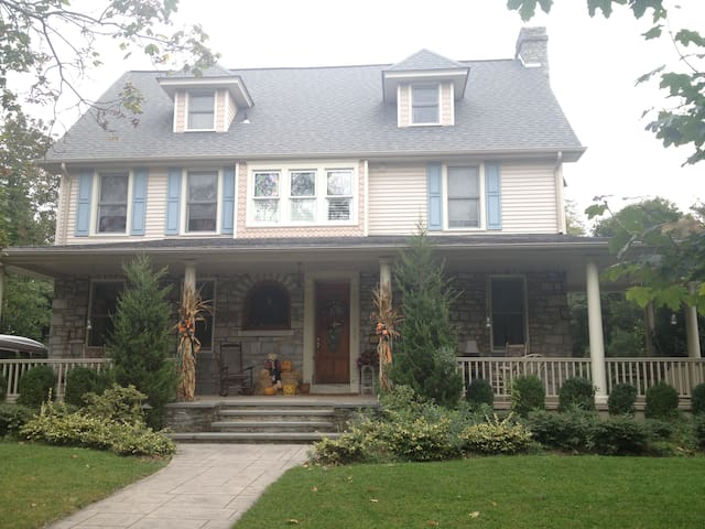 Colonial home in small quaint town - Haddon Heights - Aamiaismajoitus