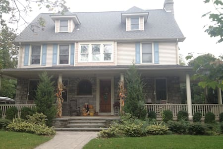 Colonial home in small quaint town - Haddon Heights