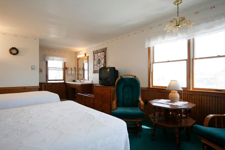 Motel Rooms - 175 FEET FROM WELLS BEACH! - Wells - Ortak mülk