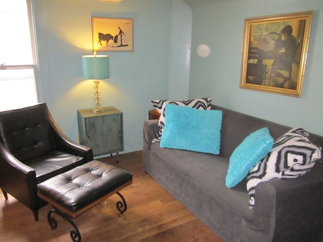 Cozy Vintage Studio - South Bend - Apartmen