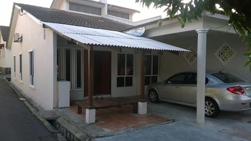 Homestay Kak Zie - Seremban - บ้าน