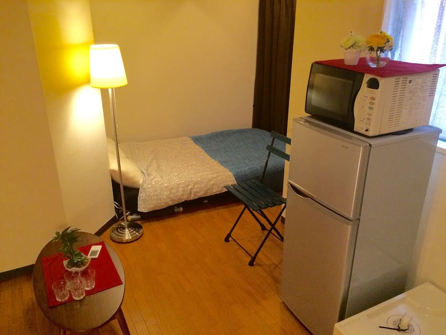 20 steps from Higashi Shinjuku station. 4 people can stay here.