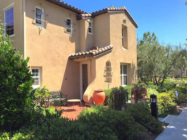Spanish 3 bed house 2 month min - Ladera Ranch
