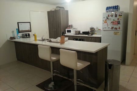 Clean and spacious single room. - Dianella