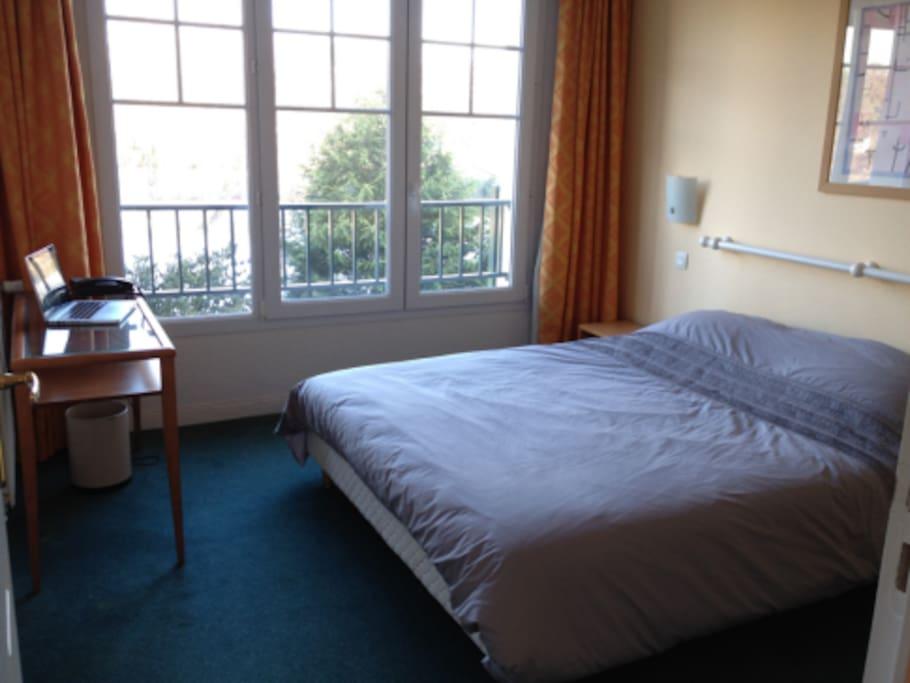 Appartement dans l 39 h tel du parc appartements louer for Chambre a louer neufchatel