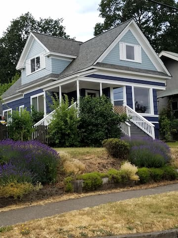 Great Downtown 4-BR Home - Hood River 801Cascade