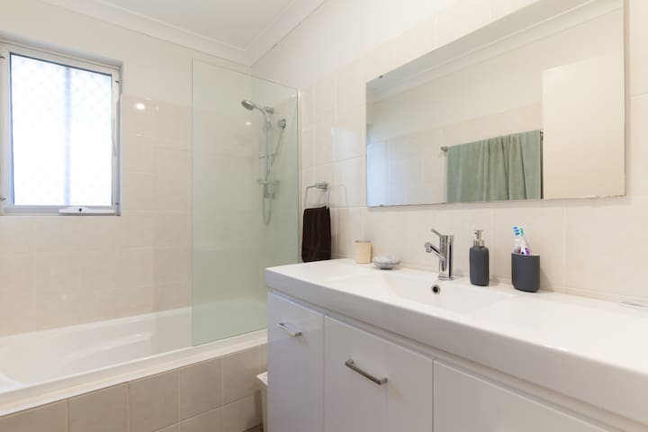 Homely, Cosy and Convenient - Bayswater - Casa