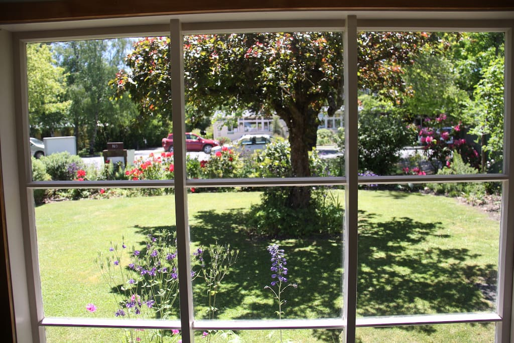 View of front yard from Breakfast Room
